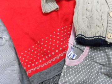 חלק מתוך בגדי הילדים שחולקו. איכותיים, יפים וחדשים